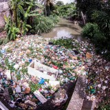 The Brazilian villagers turning plastic pollution into profit